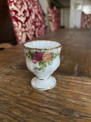 aggkopp-fran-royal-albert-old-country-roses