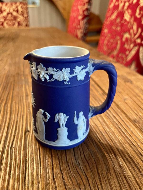antik-graddkanna-i-jasperware-fran-wedgwood